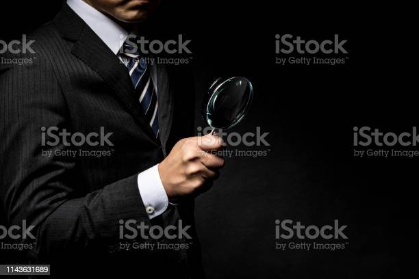 Man in a suit with a magnifying glass in his hand picture id1143631689?b=1&k=6&m=1143631689&s=612x612&h=ptgyxisfc4pdg4vkripiuwcobjdfylkj fchx55zz2y=