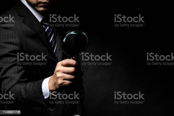 Man in a suit with a magnifying glass in his hand picture id1143631728?b=1&k=6&m=1143631728&s=612x612&h=zxzfcl4lpzllkxrdqa63njf nedeiklpdp11q2s0suo=