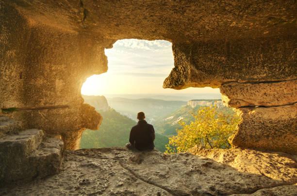 man in cave mountain. - grot stockfoto's en -beelden