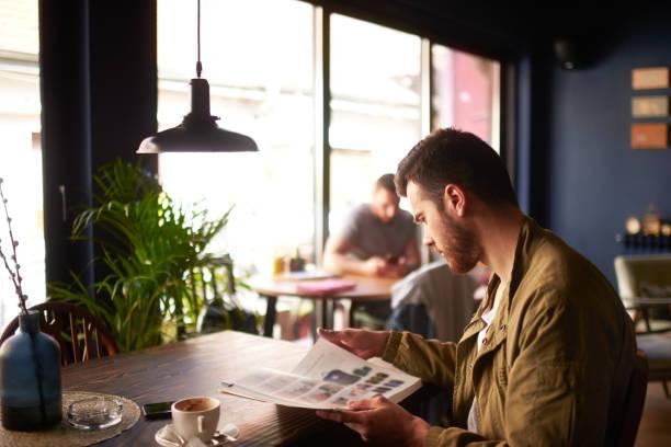 Mann im coffee shop – Foto