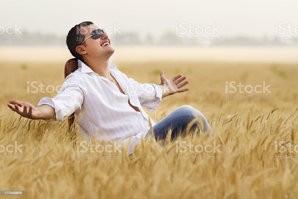 Mann im Feld – Foto