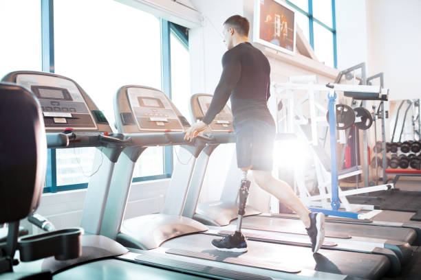 man in gym - runner rehab gym foto e immagini stock