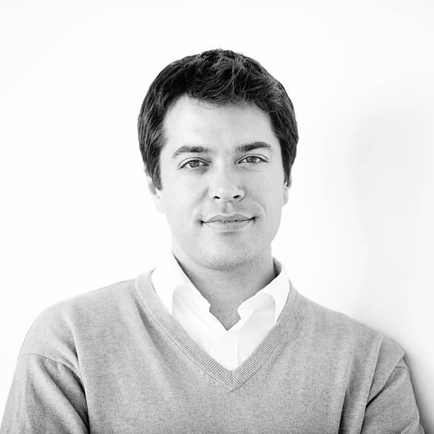 mann in seinem 30's-porträt - einzelner mann über 30 stock-fotos und bilder