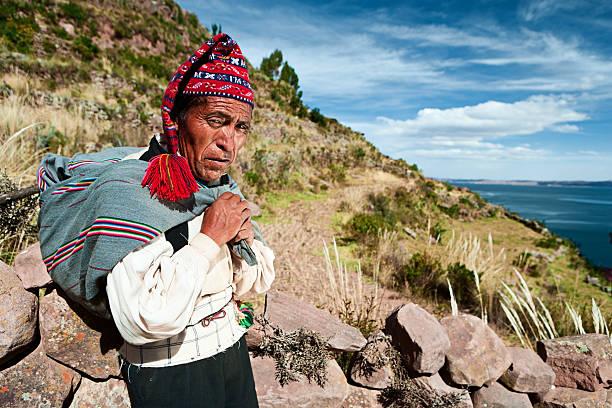 男性服に国立タキーレ島、ペルー - タキーレ島 ストックフォトと画像