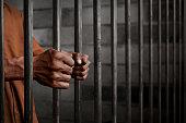 男性に刑務所
