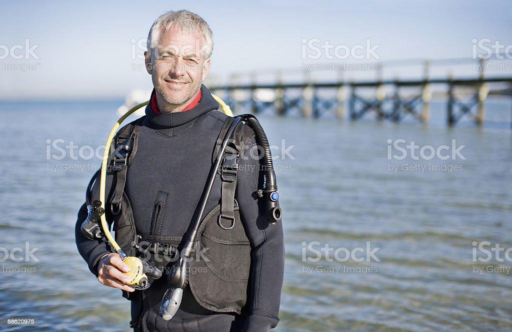 Homme avec un équipement de plongée sous-marine photo libre de droits