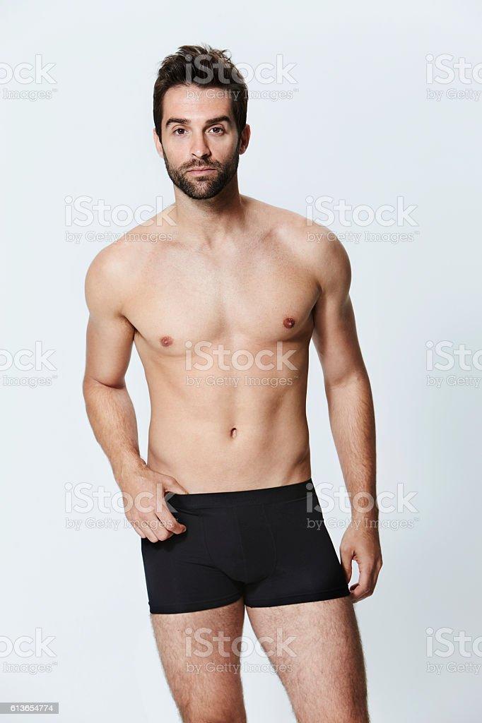 Człowiek w szorty – zdjęcie