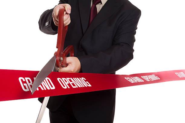 hombre en traje de corte plano - gran inauguración fotografías e imágenes de stock
