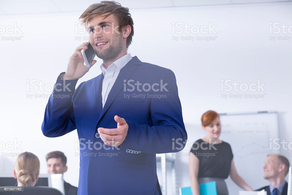 Man in suit talking on phone at office Lizenzfreies stock-foto