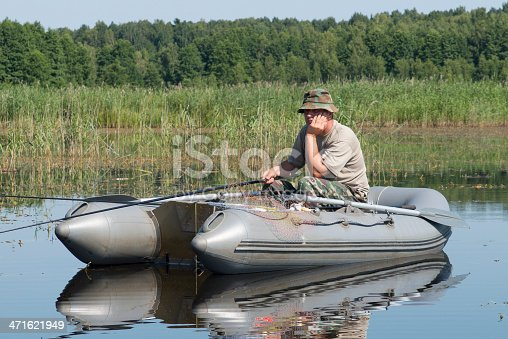 115874504istockphoto man in the boat 471621949