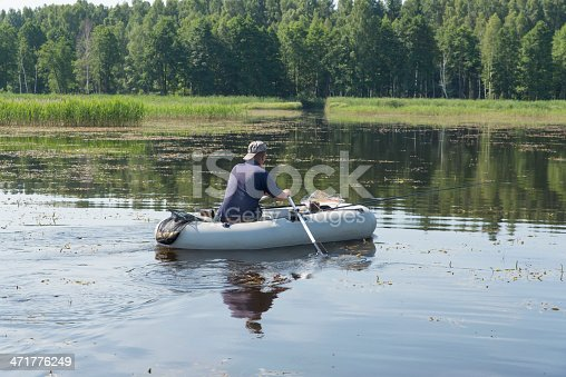115874504istockphoto man in the boat 471776249