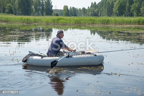 115874504istockphoto man in the boat 471776277