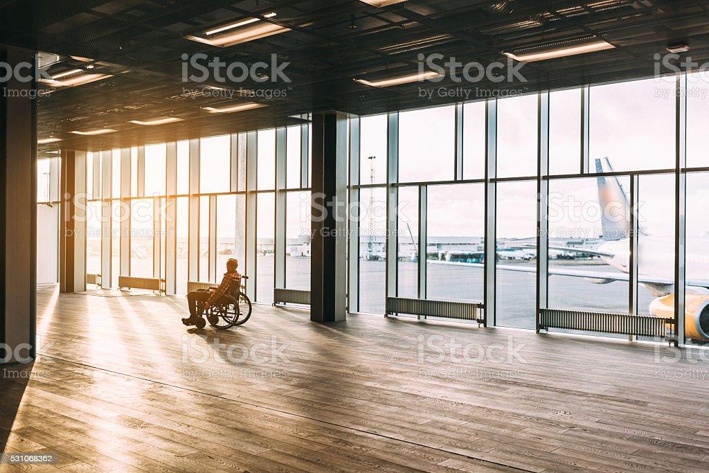 Mann im Rollstuhl Lizenzfreies stock-foto