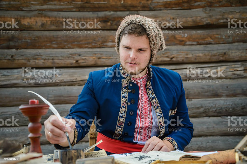 man in traditional ukrainian dress foto stock royalty-free