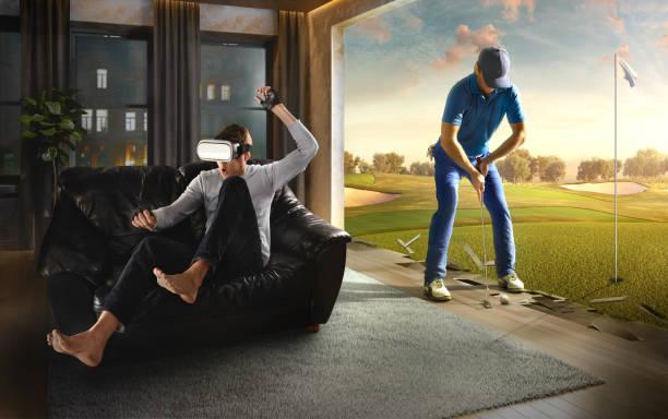 Mann in VR-Brille. Virtual Reality mit Golf – Foto