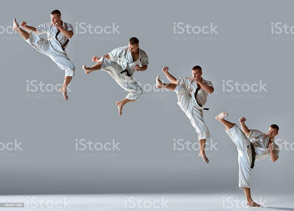 Hombre de kimono blanco capacitación karate - foto de stock