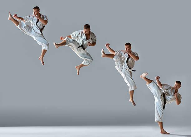 男性にホワイトの着物トレーニング空手 - 空手 ストックフォトと画像