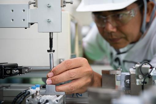 Man Industrial Engineer - zdjęcia stockowe i więcej obrazów Analizować