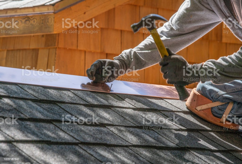 Herrn Installation Asphalt Dach – Foto
