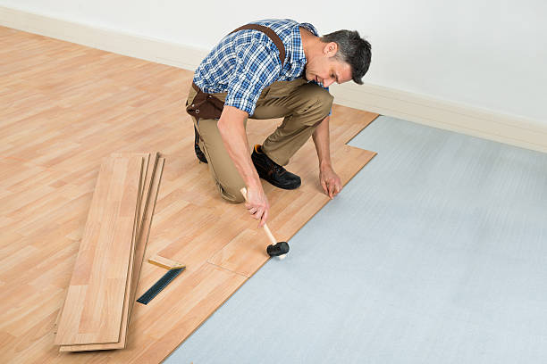 man installing new laminated wooden floor - construction workwear floor bildbanksfoton och bilder