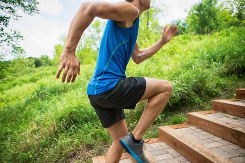 Hombre Para Correr En El Parque Foto de stock y más banco de imágenes de Adulto