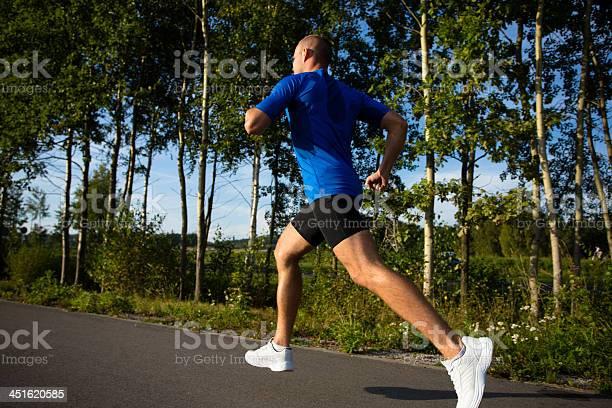 Hombre Para Correr En El Parque Foto de stock y más banco de imágenes de 20 a 29 años