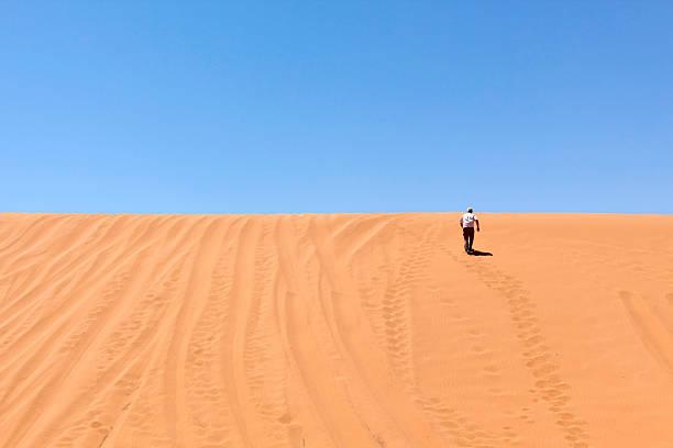 Mann Joggen auf einer dune – Foto