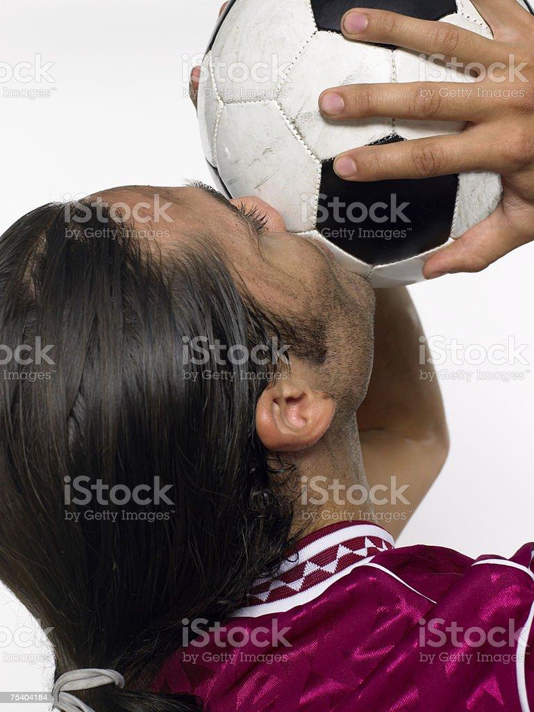 Homem Beijar de futebol foto de stock royalty-free