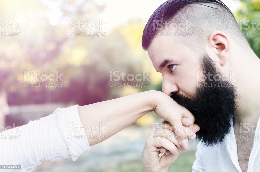 Kiss why woman hand man 11 Types