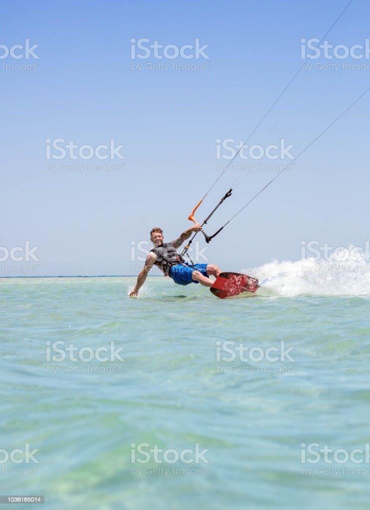 Mann-kiteboarding – Foto