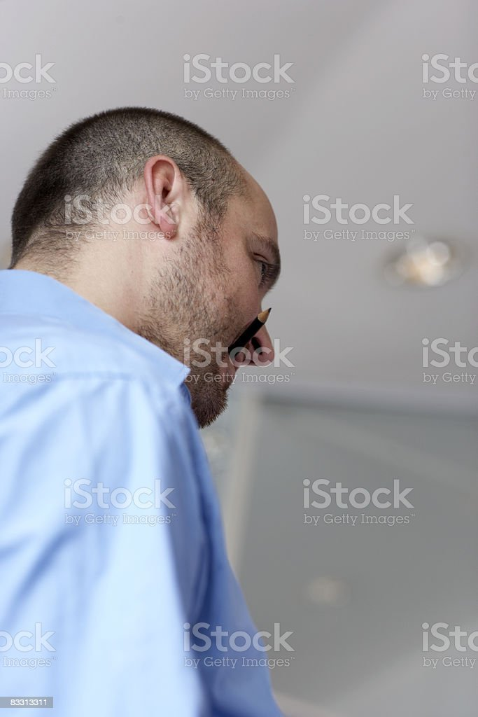 man listens in office royalty free stockfoto