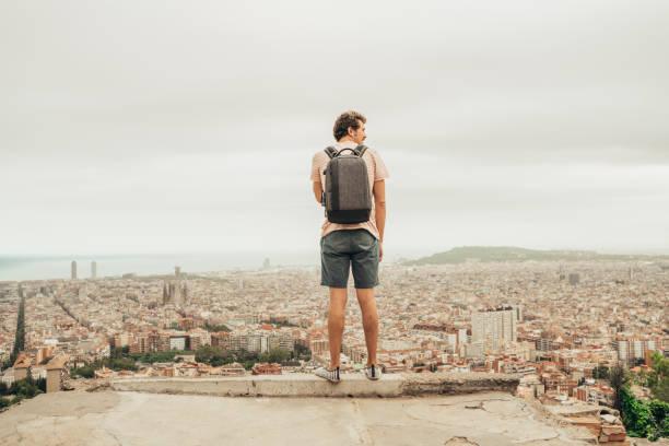 Mann, Blick auf Barcelona – Foto