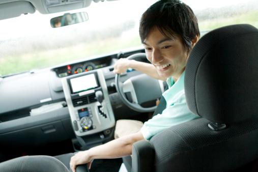 男性カメラからのお車の運転席 - 1人のストックフォトや画像を多数ご用意