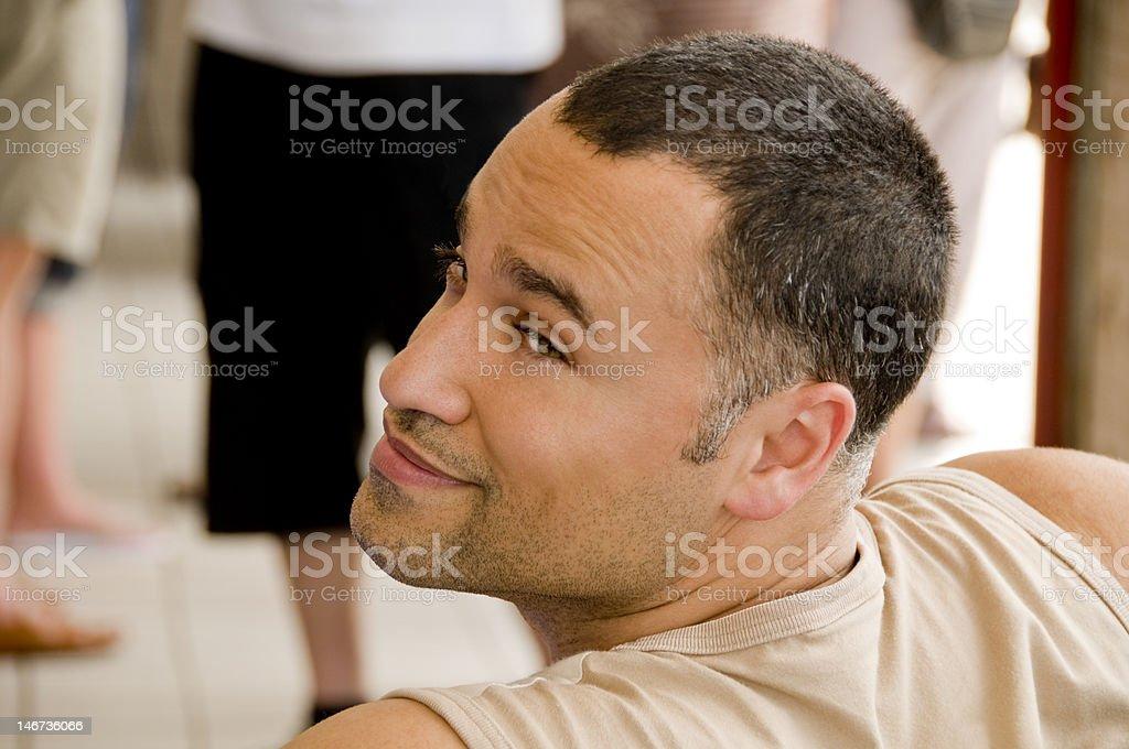 Homem olhar sobre o ombro foto de stock royalty-free