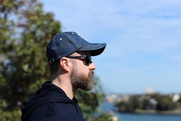 en man som söker - profile photo bildbanksfoton och bilder