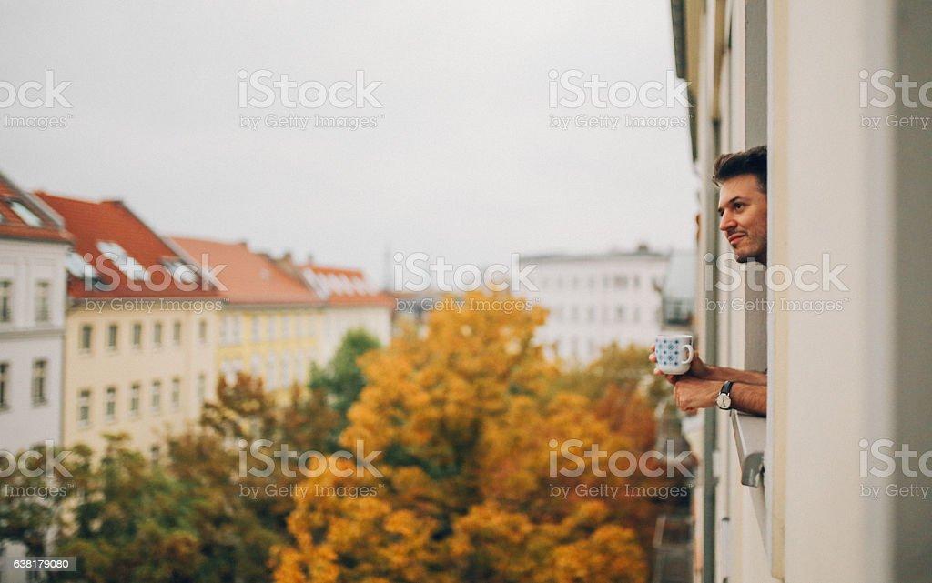 Man looking through the apartment window in Berlin Prenzlauer Berg – Foto