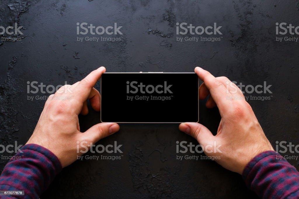 Man sieht im Smartphone mit Platz für text – Foto