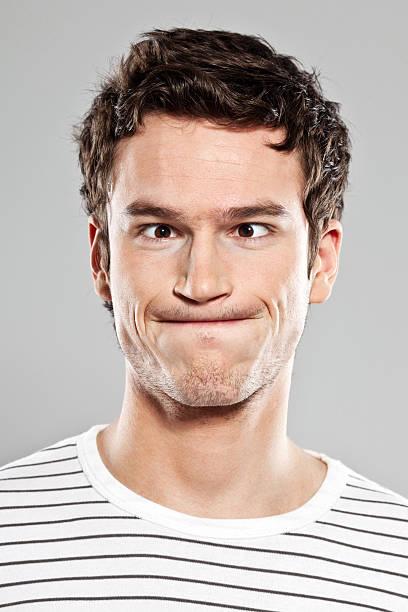 Homme faisant le visage - Photo