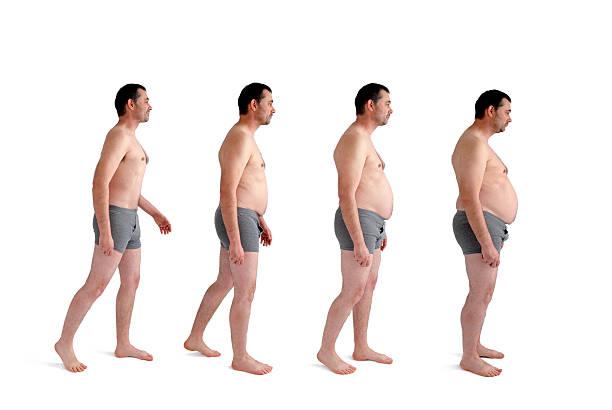 homme faisant un gain de poids supplémentaires - homme slip photos et images de collection