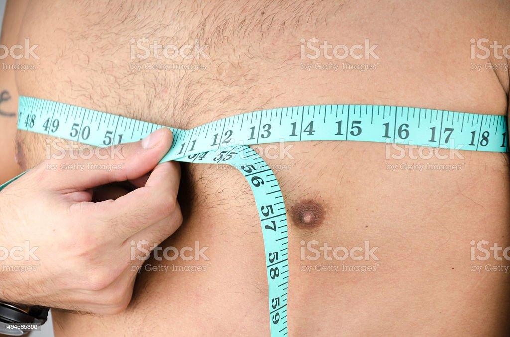 Homem medida do peito - foto de acervo