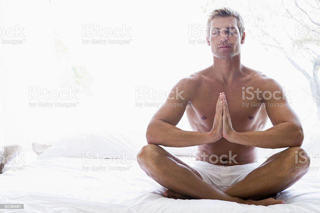 Mann Meditieren – Foto