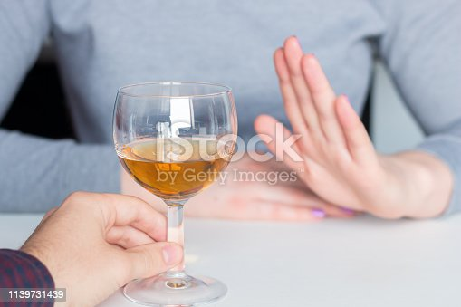 man offer alcohol but woman refuses