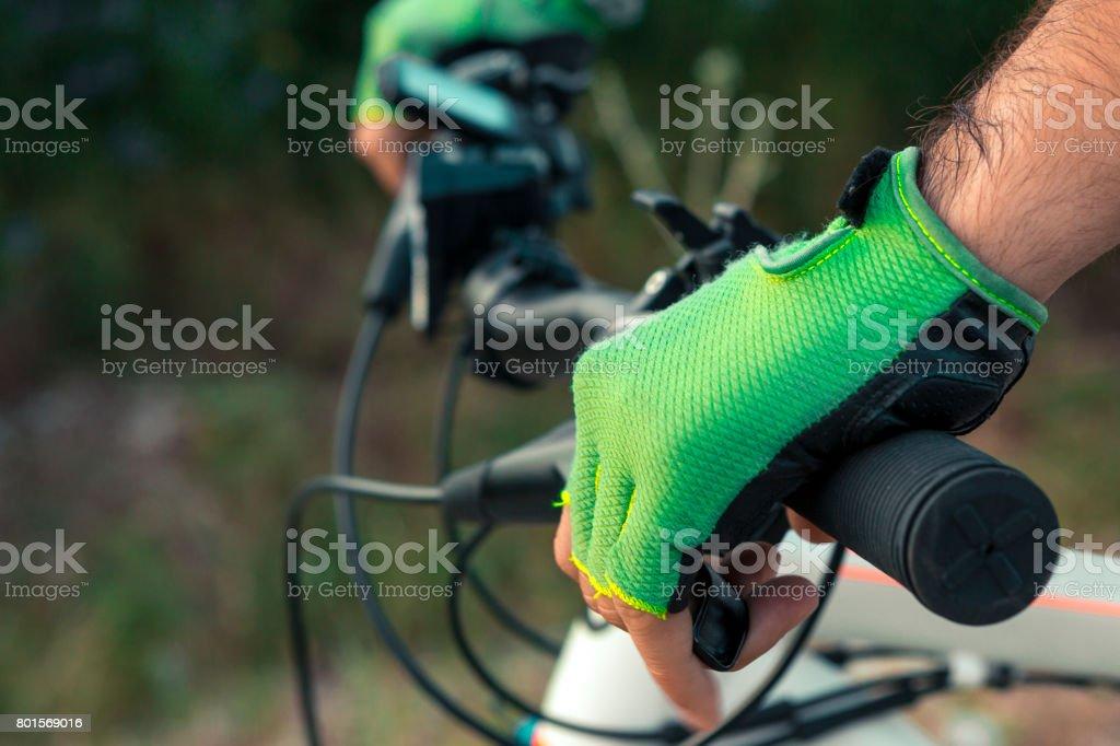 Hombre en una bicicleta - Foto de stock de Actividades recreativas libre de derechos