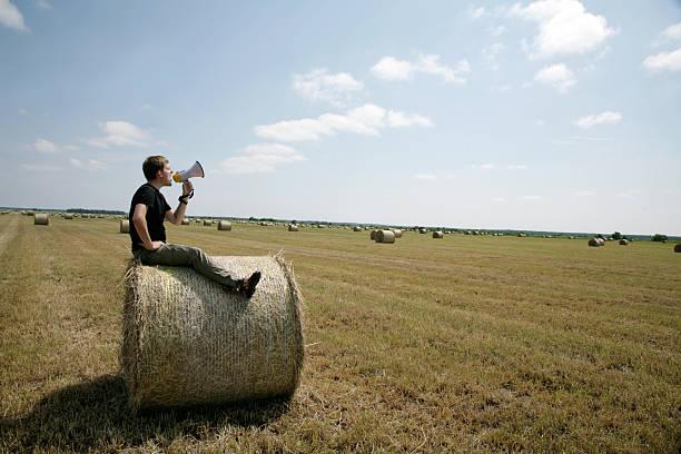 Mann auf bale mit Lautsprecher – Foto