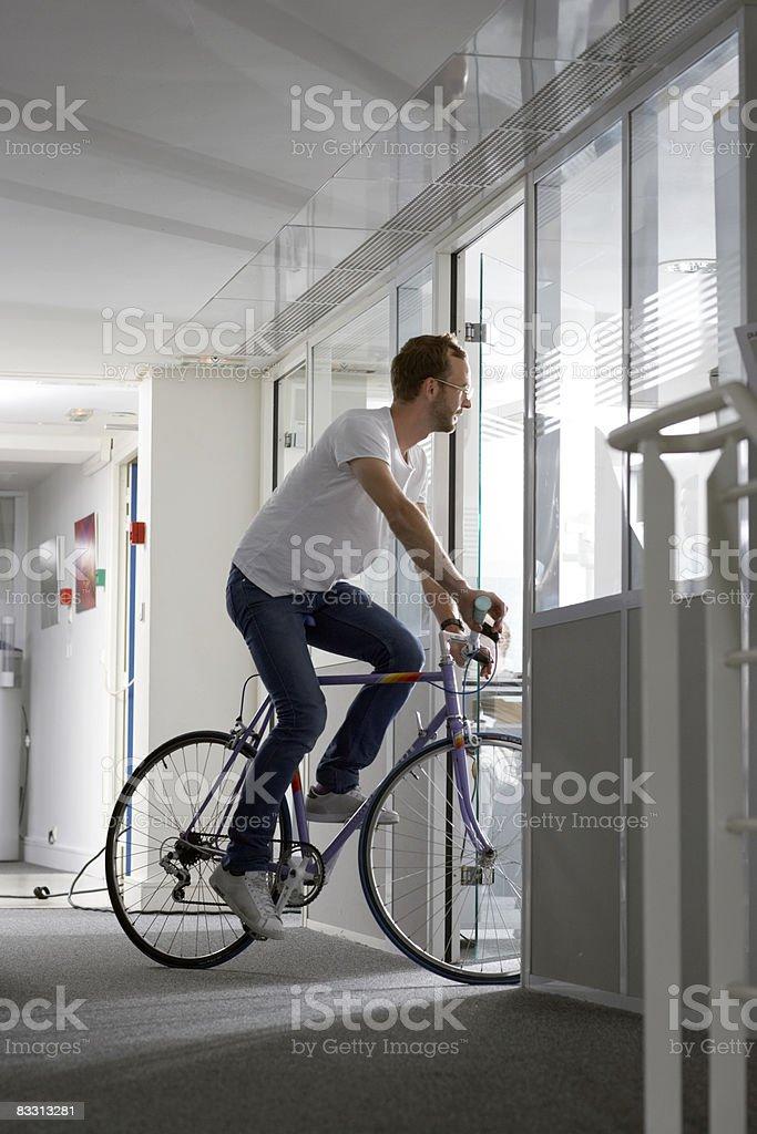 リモコ自転車でのオフィス ロイヤリティフリーストックフォト