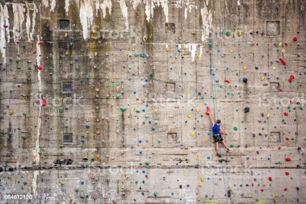 Mann auf Klettern Wand, Deutschland, Europa - Lizenzfrei Aktiver Lebensstil Stock-Foto