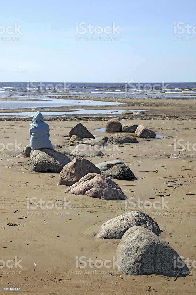 Uomo sulla costa del deserto foto stock royalty-free
