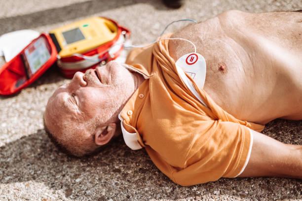 man op de grond na een blessure foto