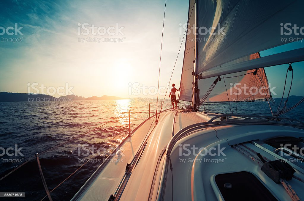 Homme sur le yacht - Photo