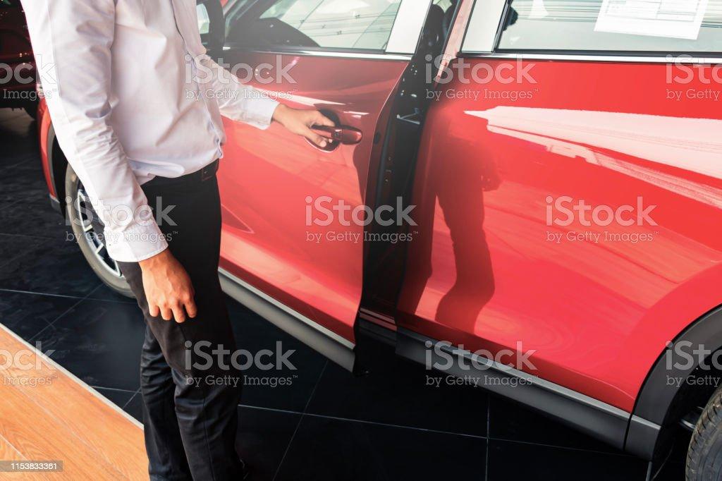 Como abrir una puerta de auto sin llaves